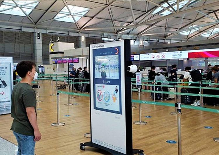 Lo último en los aeropuertos: robots toman la temperatura a los pasajeros