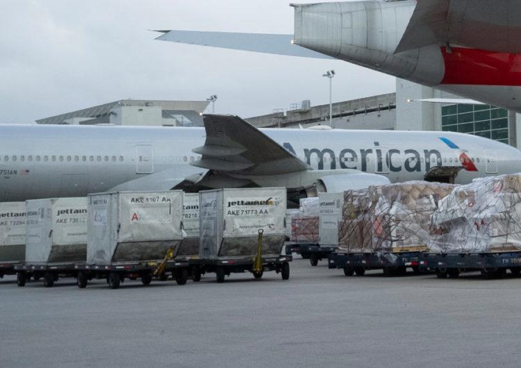 American Airlines también inicia vuelos de prueba para transportar vacunas