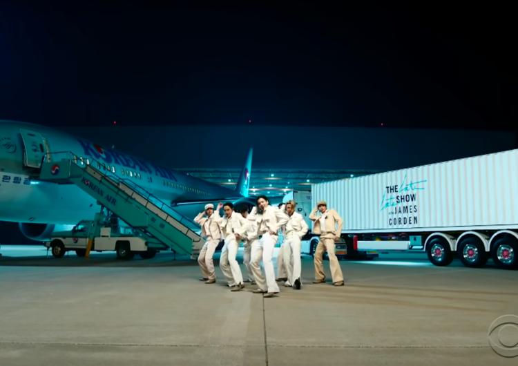 Boeing celebra a BTS por su último éxito Dynamite junto al 787 de Korean Air