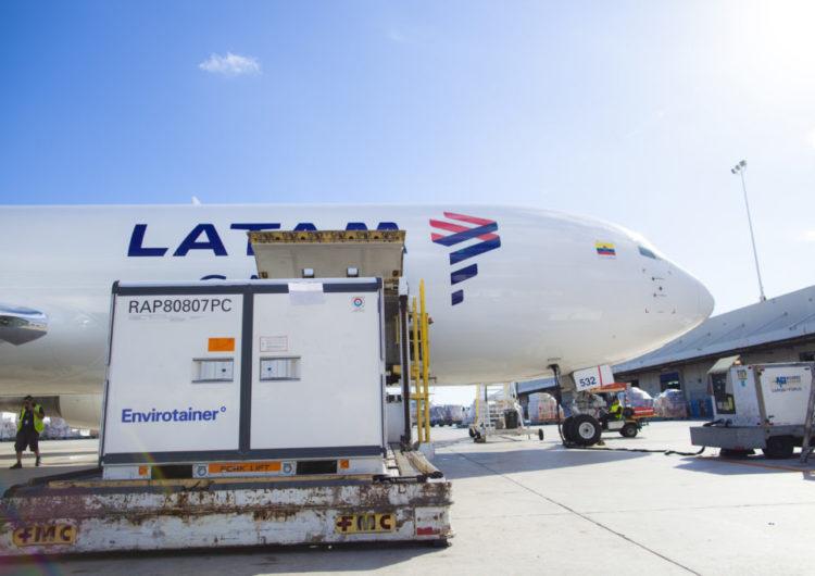 Avião Solidário da LATAM supera 20 milhões de vacinas contra a Covid-19 transportadas gratuitamente no Brasil