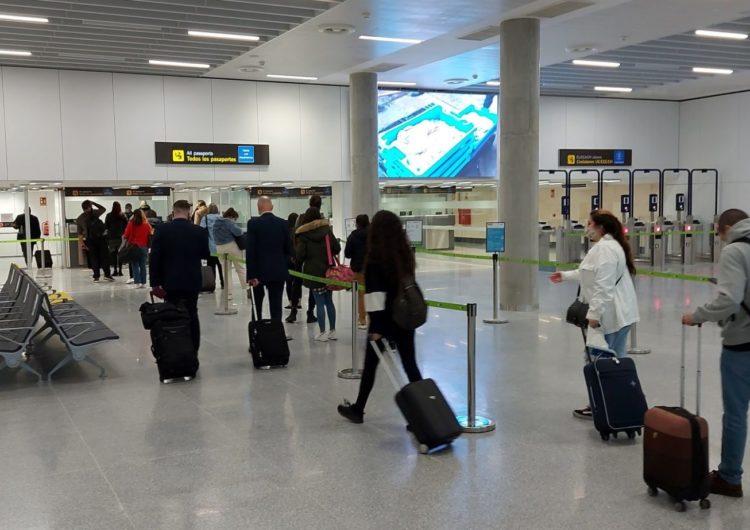 El tráfico aéreo en los aeropuertos españoles cae en noviembre un 85%