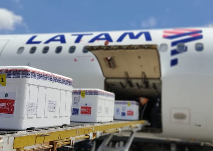 LATAM transporta gratuitamente mais de 3,3 milhões de novas doses de vacinas contra a Covid-19 pelo Brasil