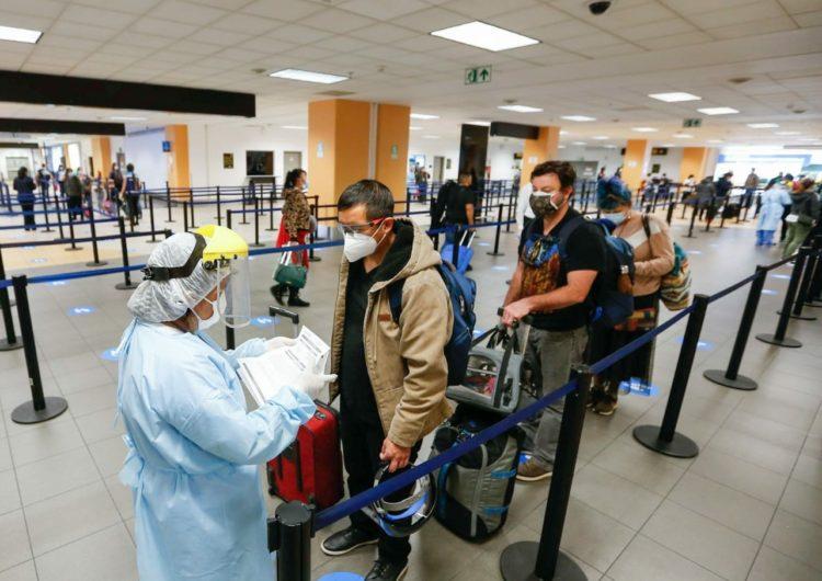 Perú mantiene suspendidos los vuelos procedentes de Brasil, India y Sudáfrica