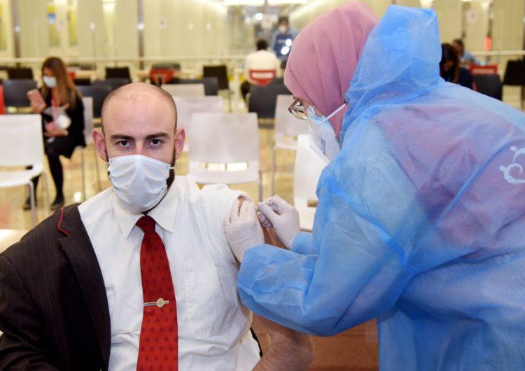 Emirates Group se convierte en la primera aerolínea en vacunar a sus empleados en Emiratos