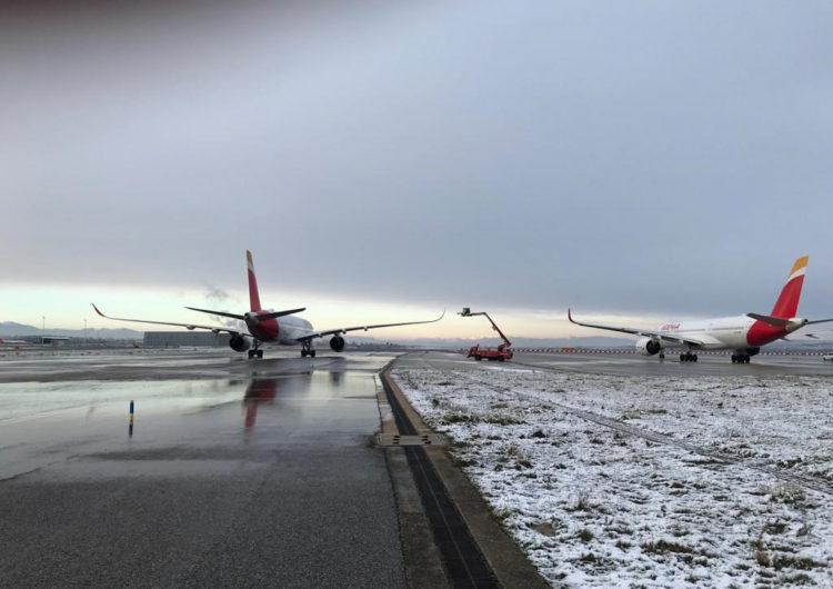 La nieve activa la plataforma de deshielo de Iberia en el aeropuerto de Madrid