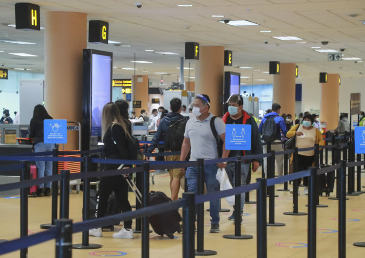 Perú: Suspenden vuelos procedentes de la India y anulan restricción desde el Reino Unido