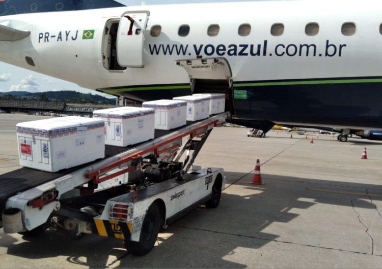 Azul transporta, em 14 horas, mais de dois milhões de doses de vacina para 12 capitais do Brasil
