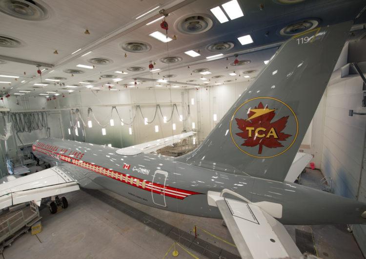 Air Canada presentó su Airbus A220 con livery retro