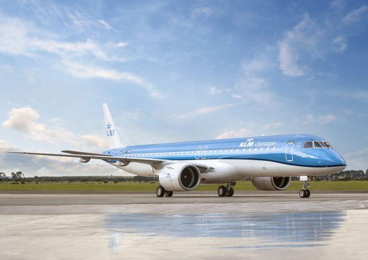 Brasileña Embraer le entrega a KLM el primero de sus mayores aviones