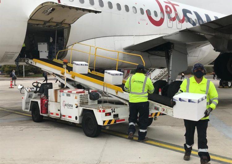 JetSMART realiza traslado de 17.550 dosis de vacunas contra el Covid-19 a Chiloé, Temuco, Antofagasta y Copiapó