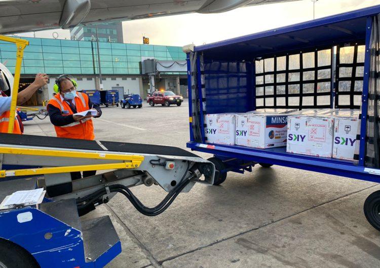 SKY Airline trasladó la primera dosis de la vacuna contra la Covid-19 a Cusco