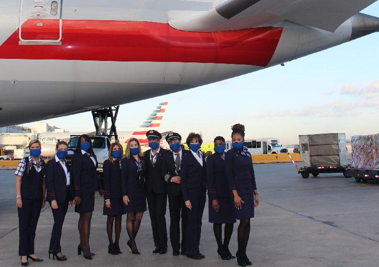 American Airlines realizó vuelo tripulado y operado por mujeres, a cargo de una piloto latina