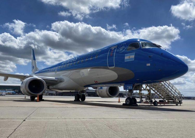 Se presentó el primer Embraer E-190 con diseño de Aerolíneas Argentinas