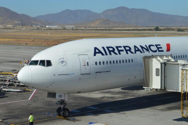 Air France celebra 20 años de vuelos sin escalas entre París y Santiago
