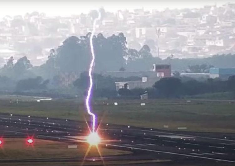 Impacto de rayo deja cráter en pista de Sao Paulo