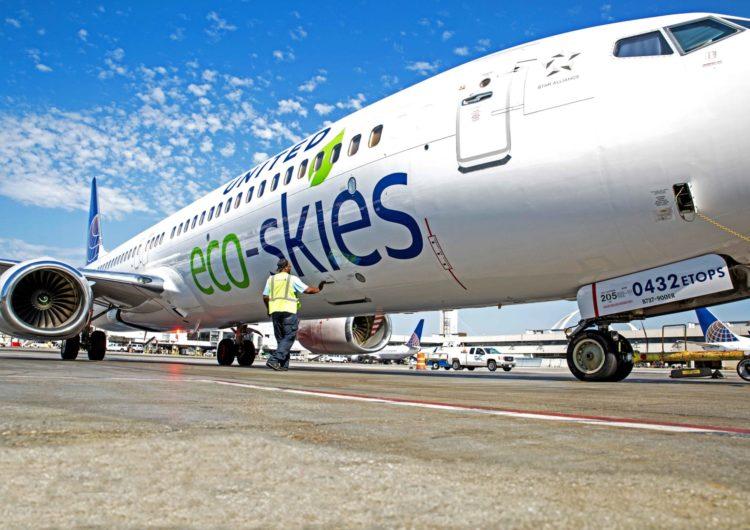 United Airlines liderará el cambio de la industria hacia combustible de aviación sostenible, junto con corporaciones y clientes globales