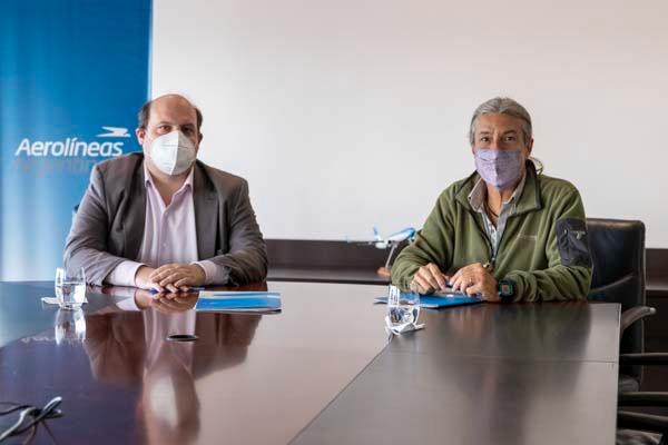 Aerolíneas Argentinas y la Fundación Bioandina Argentina firman convenio de colaboración para el traslado de Cóndores