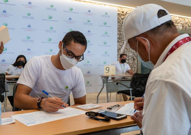 El Aeropuerto Internacional de Punta Cana vacuna a todos sus colaboradores directos e indirectos