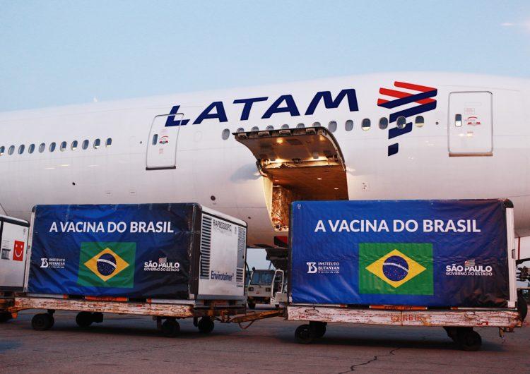 Aeronave da LATAM pousa em São Paulo com insumos para a produção de 5 milhões de doses da CoronaVac