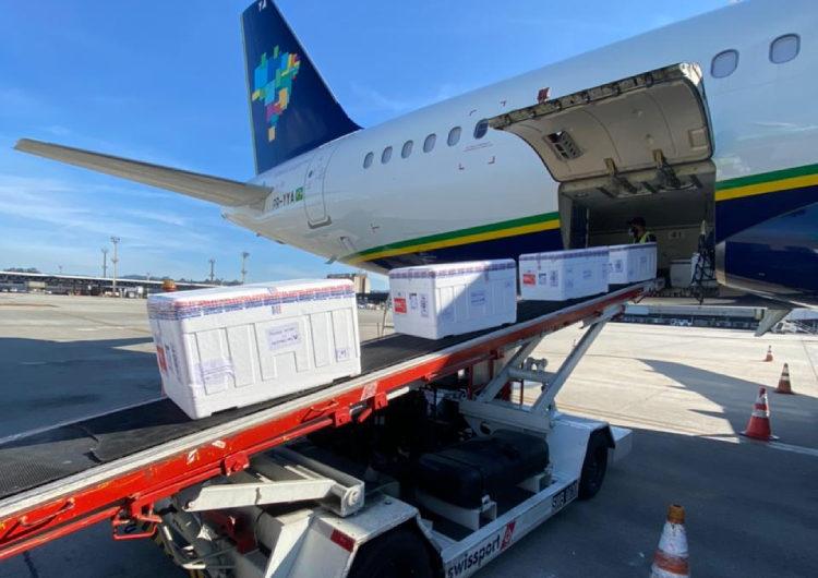 Azul transporta primeiras vacinas da Janssen para cinco estados brasileiros