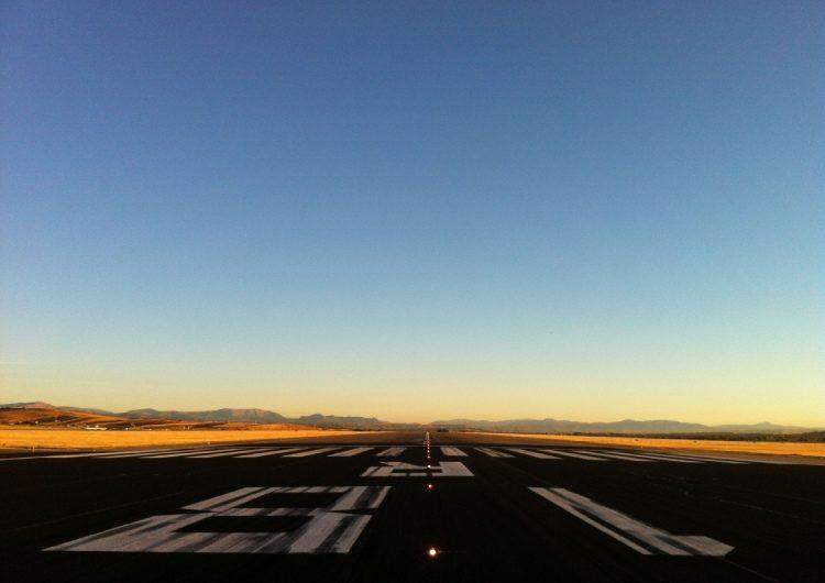 Aena renueva la pista más larga del Aeropuerto de Barajas