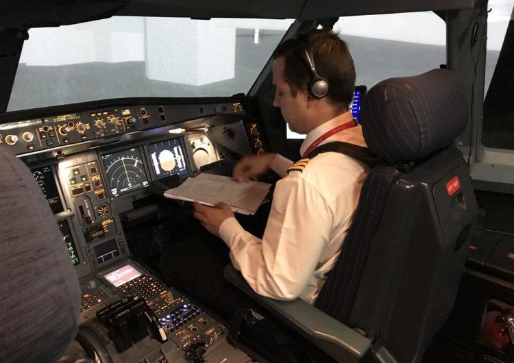 Iberia, primera aerolínea europea en entrenar a sus pilotos con el nuevo modelo EBT (Evidence-based training)