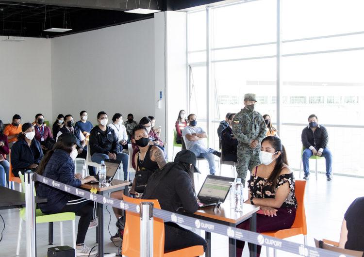 Se lleva a cabo el proceso de vacunación a la comunidad aeroportuaria en el Aeropuerto Internacional de Quito