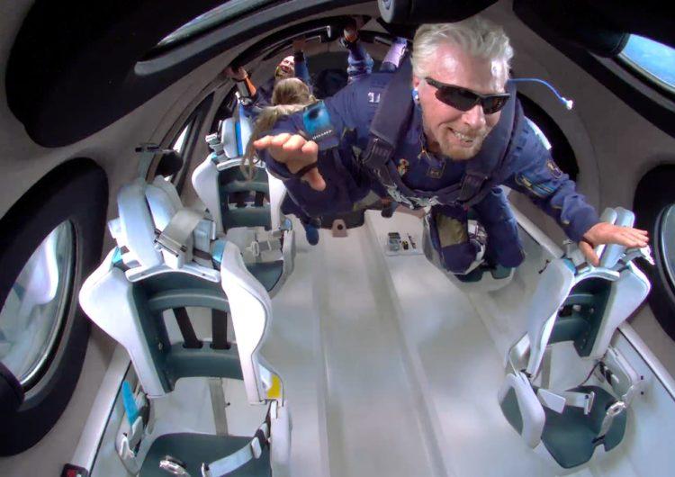 La exitosa travesía del avión espacial Virgin Galactic, donde viajó Richard Branson