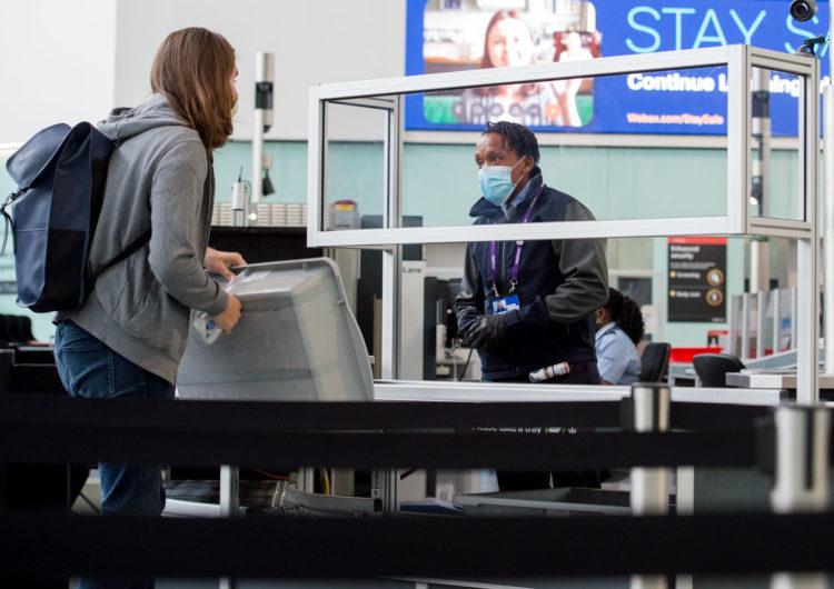 Reino Unido: el aeropuerto de Heathrow se llenó de emotivos reencuentros con el fin de la cuarentena