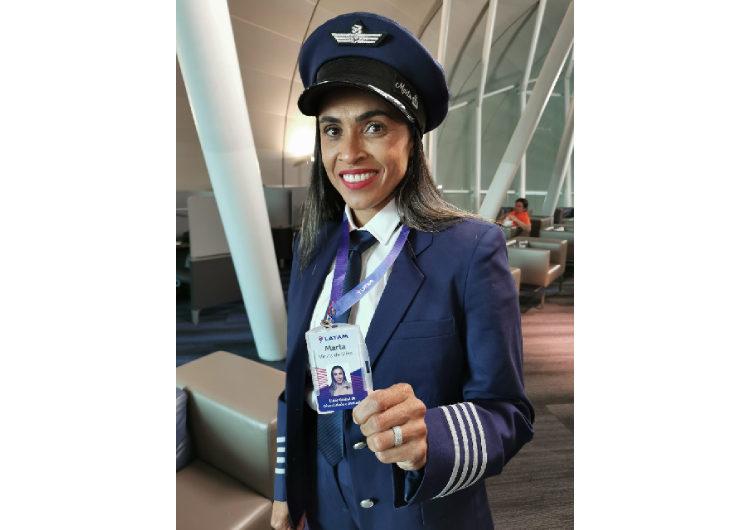 Jogadora Marta realiza o primeiro voo oficial com a LATAM e surpreende passageiros a bordo