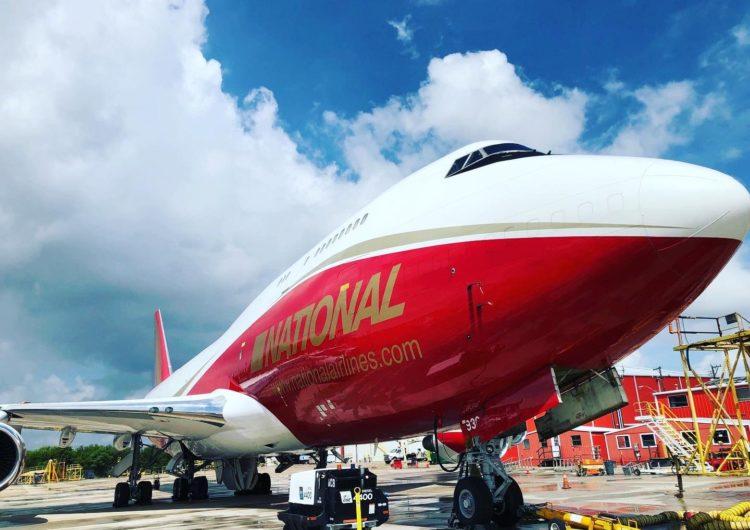 Nueva vida para un Boeing 747: el ex SuperTanker vuelve a volar como carguero