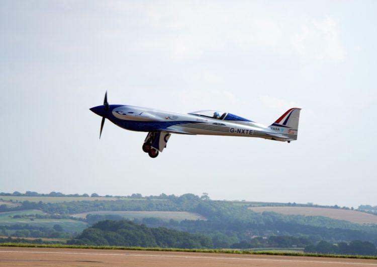 Avión eléctrico de Rolls-Royce realiza su primer vuelo