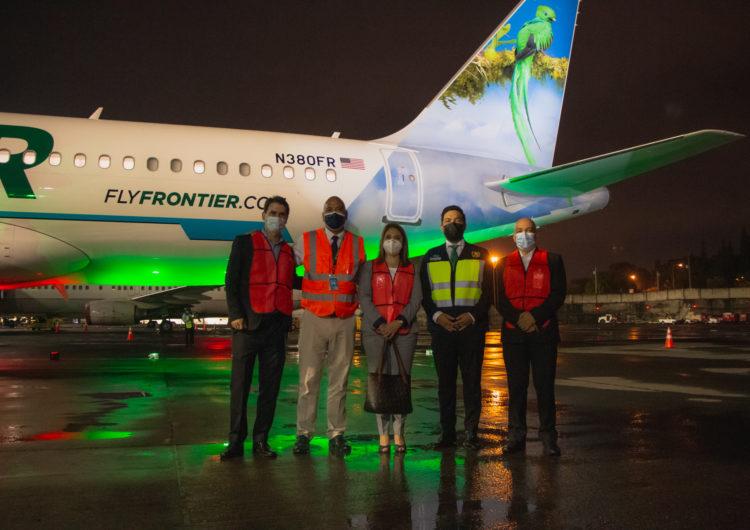 """El avión """"Verde El Quetzal Resplandeciente"""" de Frontier Airlines arribó a Guatemala"""
